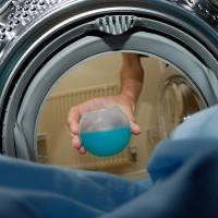 Jak správně pečovat o pračku: Vyhlašte boj nečistotám a vodnímu kameni