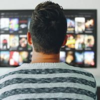 Jak vybrat televizi do bytu?